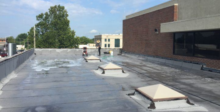 ROOF & EXTERIOR WALL CLEANING